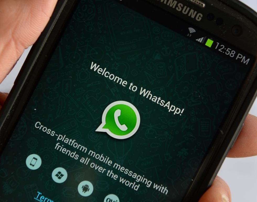 Descarga de la app y registro. La instalación es muy sencilla, puedes descargar WhatsApp Business gratis desde Google Play Store o la App Store de Apple. Una vez instalada, si ya tenías WhatsApp te dará la opción de unirte con ese número y transferir todos tus chats y archivos multimedia. (Foto: AFP)