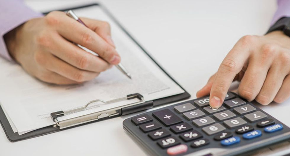 Llevar un registro de los ingresos y egresos es lo mejor para optimizar el presupuesto en la casa (Foto: Freepik)