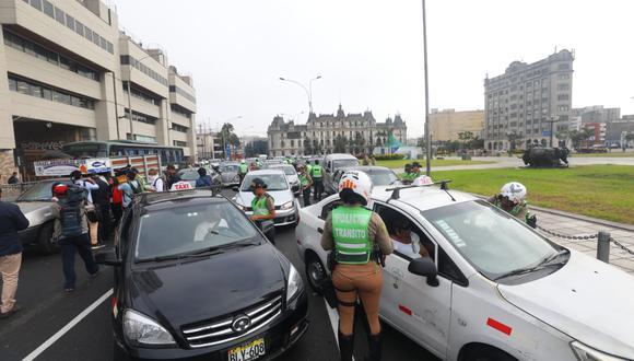 El uso de carros particulares será exclusivo para quienes realizan funciones esenciales.  (Foto: GEC)