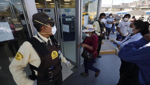 Recuerda que no debe acercarse al Banco de la Nación y así evitar las aglomeraciones. (Foto: GEC)