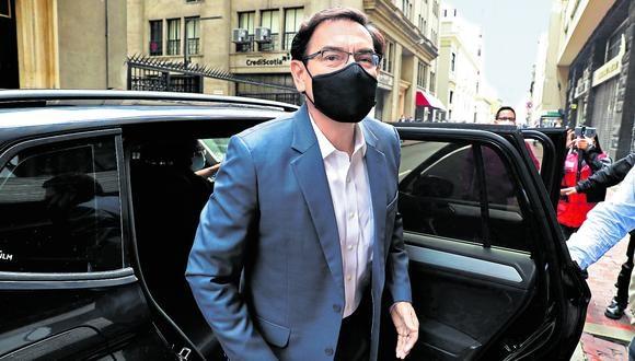 Martín Vizcarra y su abogado no se presentaron al pleno para defenderse ante el pedido de inhabilitarlo. (Foto: GEC)