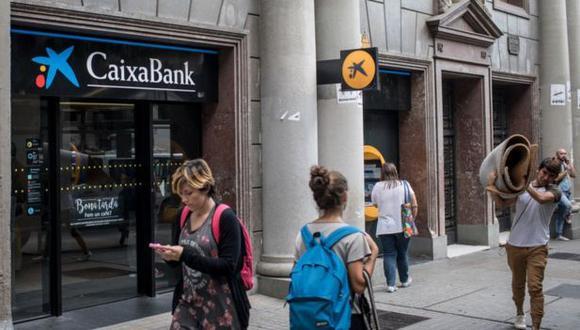 Los consejos de administración de ambas entidades han aprobado la fusión por absorción de Bankia por CaixaBank con una ecuación de canje de 0.6845 acciones ordinarias nuevas de CaixaBank por cada acción de Bankia. (Getty Images)