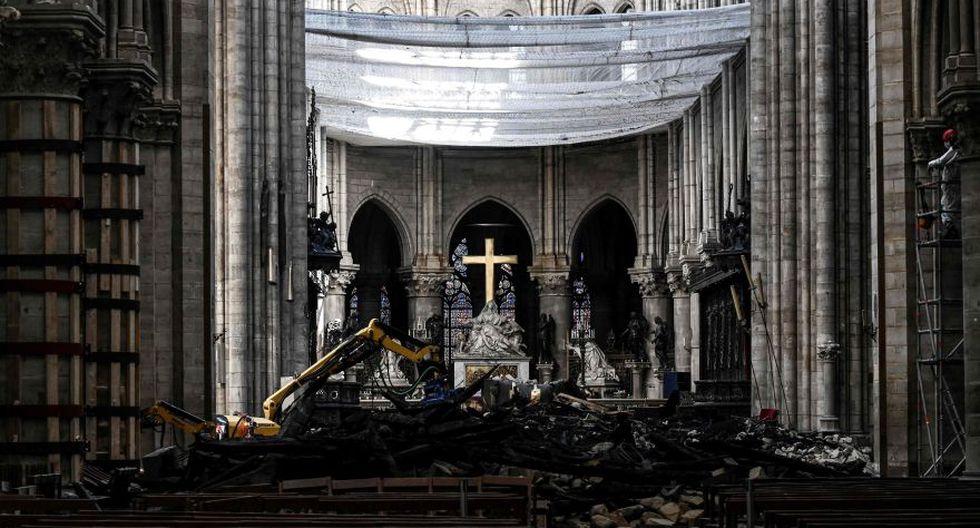 Catedral de Notre Dame: Unas gigantescas lonas protegen el edificio de las lluvias y se ha asegurado ya la preservación de las vidrieras y el órgano. (AFP)