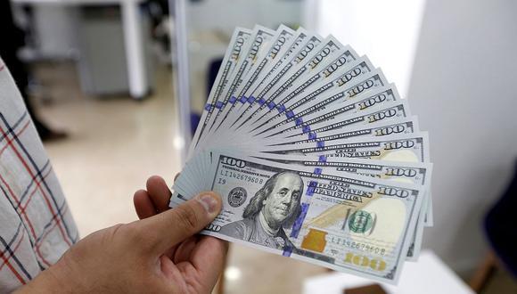 El dólar se vendía hasta en S/ 3.69 en los bancos este miércoles. (Foto: AFP)