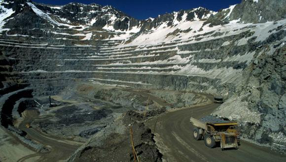 El proyecto propone una regalía sobre las ventas del metal desde un 3%, con lo que se elevaría la carga tributaria total de las mineras hasta un 75% dependiendo del precio de cotización del metal. (Foto: Andina)