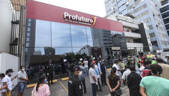 Hasta un 30% de lo que el afiliado retire de su fondo de pensiones, al acceder al retiro de hasta 4 UIT, podrá ser destinado a cubrir deudas alimentarias. (Foto: Andina)