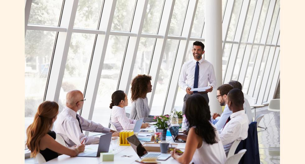 Control o motivación: Cuando el responsable de un grupo de trabajo orienta sus esfuerzos en controlar las actividades de sus colaboradores, para asegurar el cumplimiento de una meta está actuando como jefe; si los motiva para que ellos desarrollen sus pro