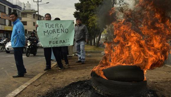 Lenín Moreno fue elegido en el 2017 como sucesor de Rafael Correa, un populista autocrático. Al término de un período de inestabilidad que tuvo cinco presidentes entrando y saliendo del poder en diez años, Correa gobernó con éxito durante una década, gracias al auge de las materias primas. (Foto: AFP)