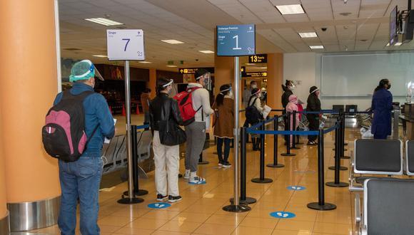 Las autorizaciones de viaje se tramitarán ante un notario o ante un juez, según sea el caso, y serán válidas por única vez. (Foto: Andina)