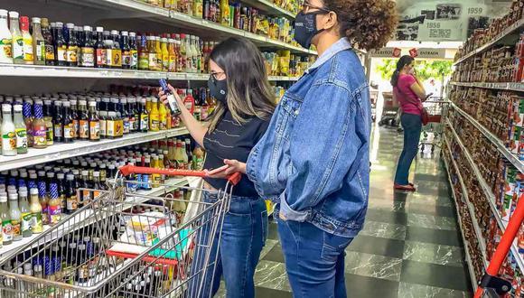 Los supermercados, mercados, bodegas, farmacias y tiendas de abastecimiento de productos básicos podrán operar al 40% de su aforo, ya que proveen de insumos esenciales para el día a día. . (Foto: FE)