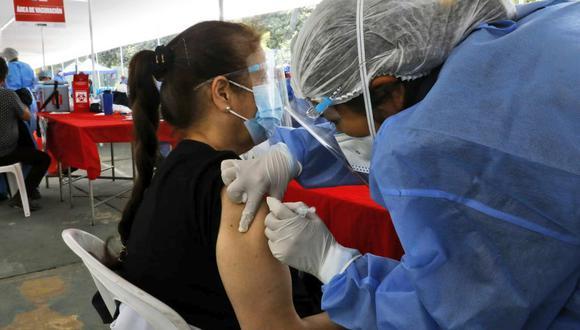 Las personas con estas enfermedades podrán vacunarse de 7 a.m. a 4 p.m. en los centros de inmunización correspondientes. (Foto: Minsa)