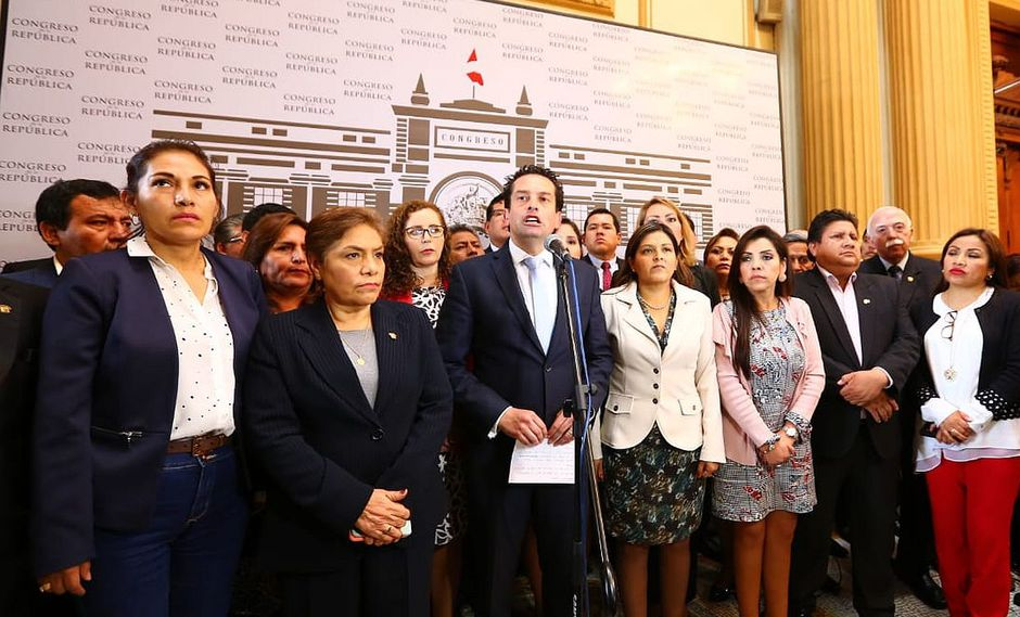 Las conversaciones datan del 19 de setiembre por la noche, cuando el Parlamento se disponía a votar la cuestión de confianza al Gabinete de César Villanueva. (Foto: Congreso)