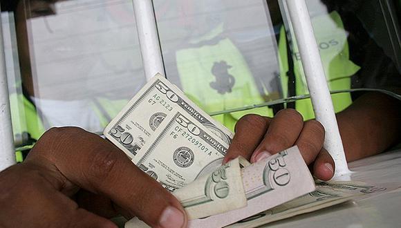 El Banco Mundial calcula que la cantidad récord de US$ 529,000 millones fue transferida de países desarrollados a través de canales oficiales en el 2018, el último año del que hay cifras disponibles. Miles de millones más se movieron sin pasar registro.