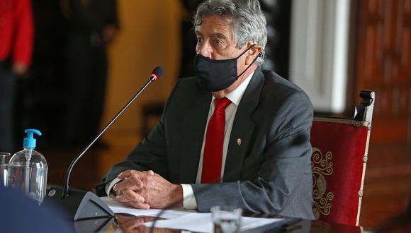 """""""No nos parece una prioridad inmediata"""", dijo Sagasti sobre la posibilidad de apoyar a realizar un referéndum o un cambio de la actual constitución peruana. (Foto: Presidencia)."""