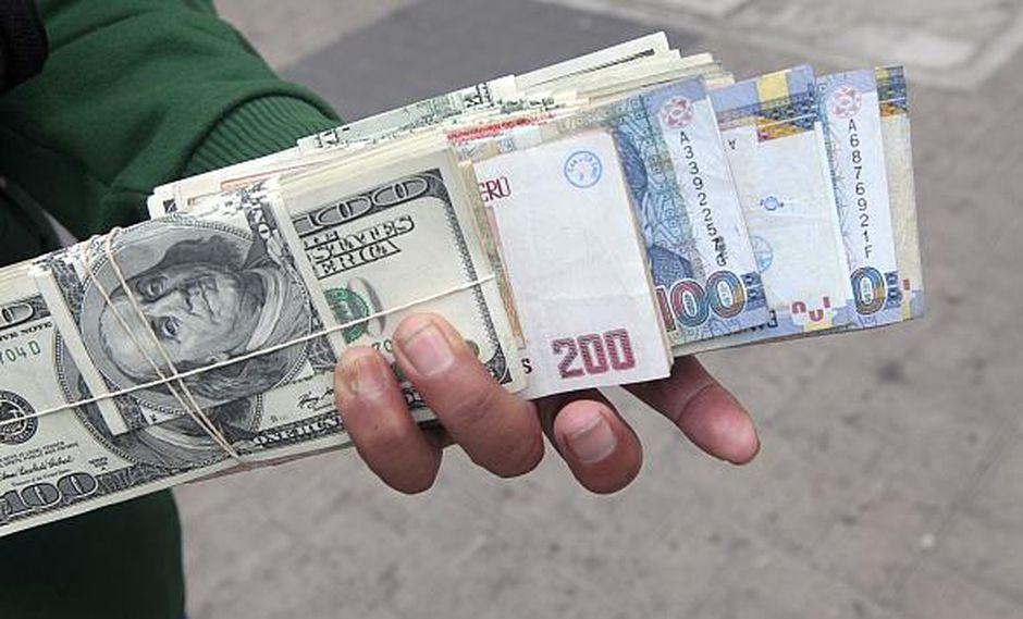 El tipo de cambio cotizaba a S/3.299 la compra y a S/3.300 la venta en el mercado paralelo este viernes. (Foto: GEC)
