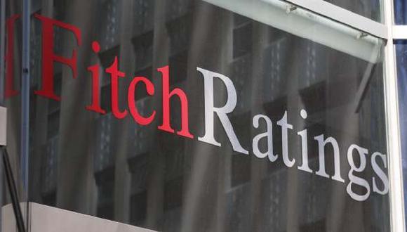 Fitch Ratings baja perspectiva crediticia de Chile a negativa