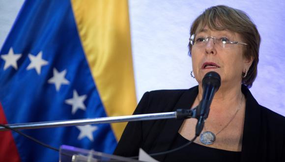 La alta comisionada de Naciones Unidas para los derechos humanos, Michelle Bachelet, habla durante una rueda de prensa este viernes en el aeropuerto internacional Aeropuerto Simón Bolívar de Maiquetia. (Foto: EFE)