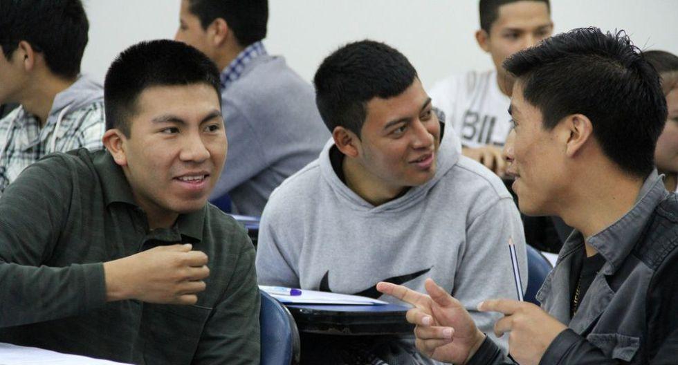 Mujeres y hombres jóvenes se han hecho acreedores de una beca integral del Estado peruano. (Foto: Pronabec)