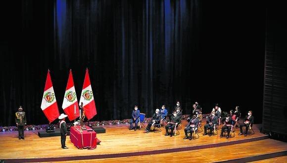 Los miembros del gabinete que lidera Guido Bellido.