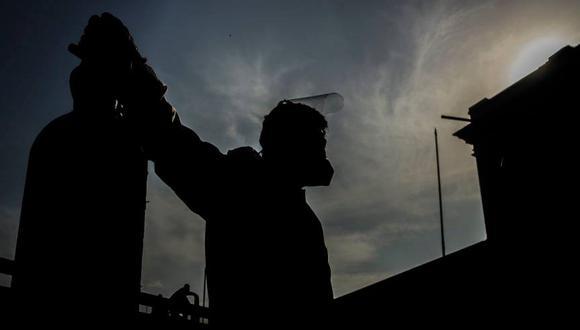 """""""El problema del oxígeno es a nivel de país"""", dice el médico Carlos Calampa, jefe de Salud de la región selvática de Loreto."""
