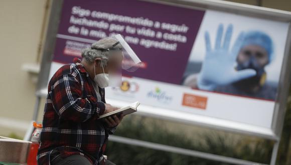 Exceso de fallecidos llegó a su pico en 678 casos diarios. (César Campos /GEC)