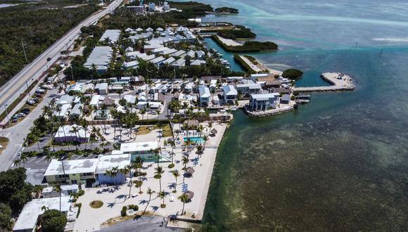 Una vista aérea muestra los balnearios desiertos en Windley Key, a unas 70 millas al sur de Miami. (CHANDAN KHANNA/AFP).