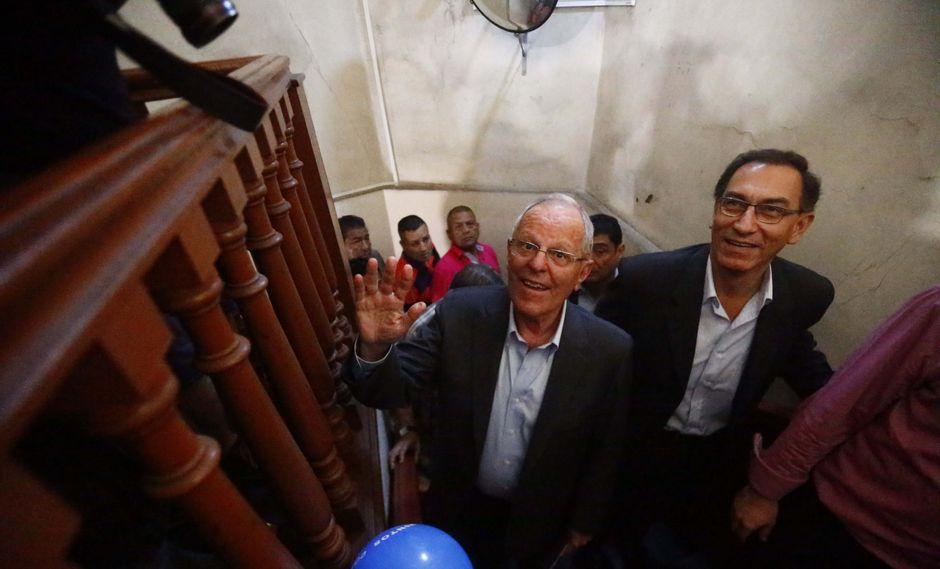 Foto 18: PPK junto con Vizcarra y Aráoz pasaron a segunda vuelta con 21% de votos. Antes de la segunda vuelta tuvo un altercado con el hoy congresista y exalcalde de San Miguel, Salvador Heresi a quien le negó ser vocero del partido.