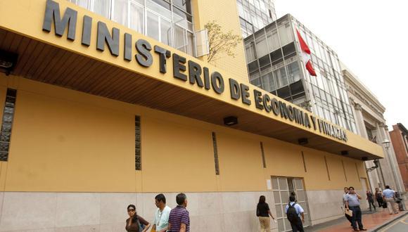 Se espera que Perú registre un crecimiento de 3.4% el próximo año, entre las tasas más altas en América Latina, y pocos esperan que su alboroto político se extienda a empresas privadas o afecte la capacidad del país para cumplir con sus obligaciones de deuda.