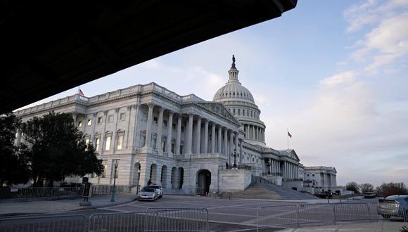 El Congreso aprobó en marzo, al inicio de la pandemia, un rescate de 2,2 billones de dólares, el mayor de la historia del país, pero los beneficios, incluido el subsidio al desempleo, se han ido agotando a medida que pasaban los meses. Imagen del Capitolio en Washington. (REUTERS/Ken Cedeno).