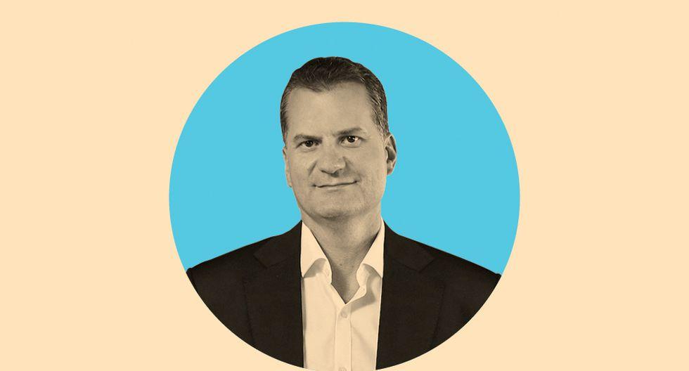 FOTO 12 | ALBERTO CÁCERES  CEO DE TRISÓN  Apoyándose en el fundador Carlos Saavedra y en su socio Inditex, se ha consolidado como un referente europeo para la revolución digital, audiovisual y olfativa de todo tipo de tiendas.