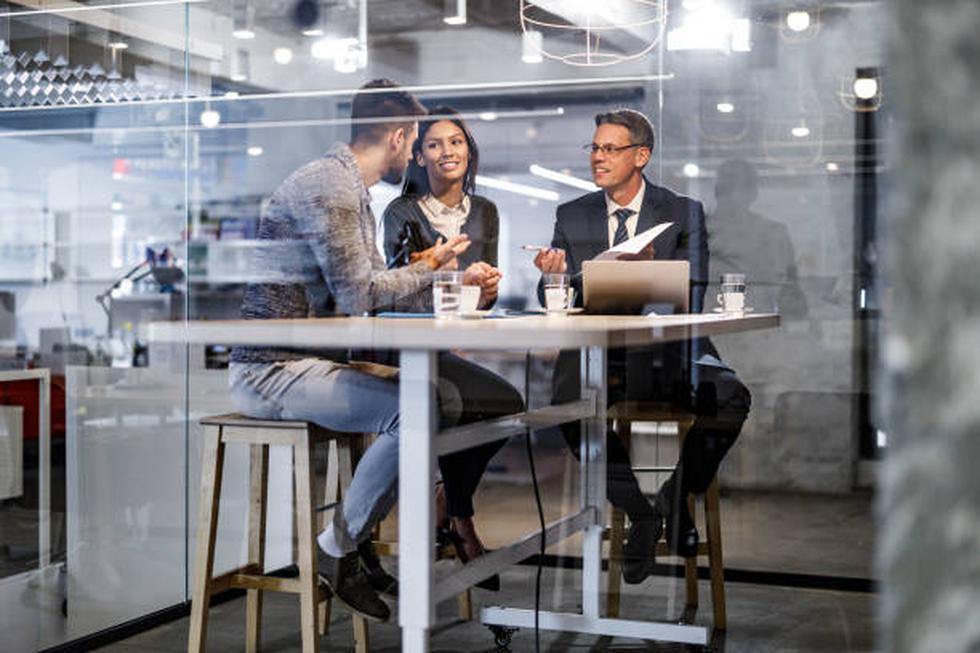 """Cerrar es una actitud. Y para vender en forma efectiva hay que desarrollarla. Por eso, antes de asistir a una cita o hacer una cotización, piensa en el ABC de las ventas (Always Be Closing) y repite en voz alta: """"Mantente siempre cerrando"""".Rompe el mito de que el cierre es el último paso de la venta. En realidad es sólo la confirmación de que el cliente comprendió perfectamente tu oferta, que encontró en ella la solución que buscaba, que está de acuerdo con el precio y, lo más importante, que confía en ti. (Foto: iStock)"""