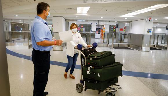 Tampoco será obligatoria la presentación del carné de vacunación del país donde se vacunó. (EVA MARIE UZCATEGUI / AFP).