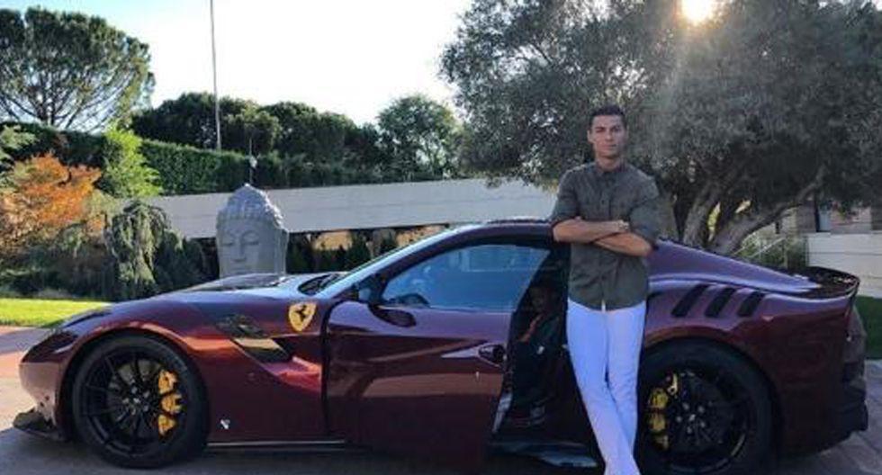 FOTO 3 | Ferrari F12 Tour de France (tdf). CR7 asquirió esta edición limitada a 770 piezas en 2017. Con su lanzamiento el fabricante italiano rinde homenaje al Tour de Francia. Se inspira en los coches deportivos de las décadas de los 50 y 60 porque rinde flexibilidad y movimiento.  Monta un propulsor V12 y 6,3 litros de cilindrada, que rinde nada más y nada menos que 780 caballos. Es capaz de acelerar de 0 a 100 km/h en 2,9 segundos y realizar el 0 a 200 km/h en 7,9 s. La velocidad máxima es superior a los 340 km/h y puede frenar de 100 a 0 km/h en sólo 30,5 metros.