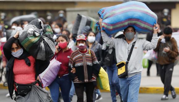 En Perú todo parecen contradicciones. En marzo fue uno de los primeros países de América en establecer una férrea cuarentena y otorgar ayudas públicas para que la población se quedara en casa.
