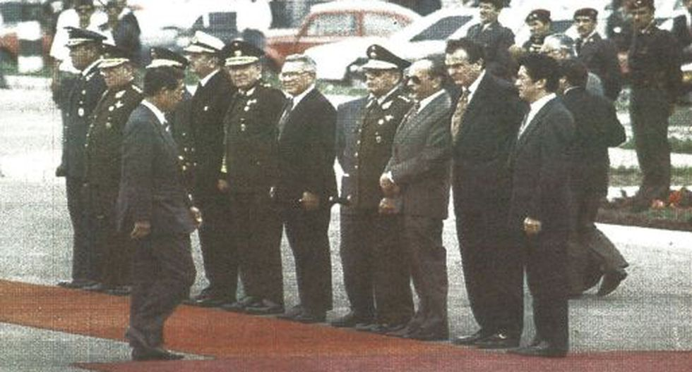 El jefe de Estado Alberto Fujimori viajó ayer a México, a la transmisión de mando del nuevo presidente Ernesto Zedillo.