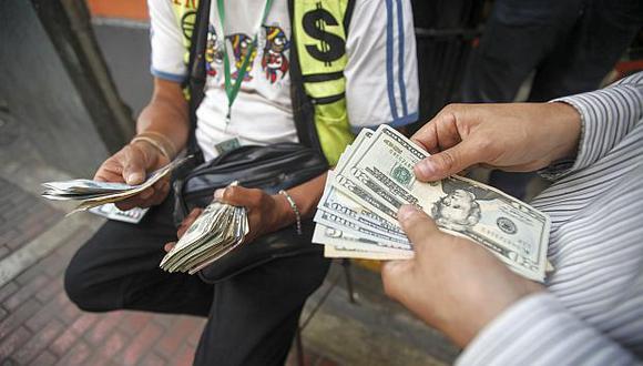 El dólar se vendía aS/3.360 en las casas de cambio esta mañana. (Foto: GEC)