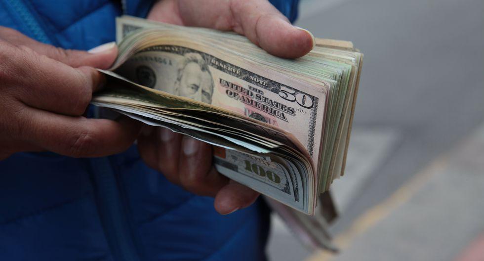 En el mercado paralelo o informal, el tipo de cambio se cotizaba a S/ 3.445 la venta. (Foto: GEC)