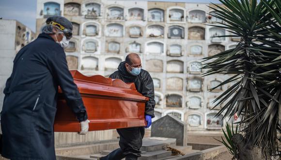 Al 28 de abril se reportaron 359 fallecidos en las últimas 24 horas con lo cual el número de fallecidos se elevó a 61,101. (Foto: AFP / ERNESTO BENAVIDES).