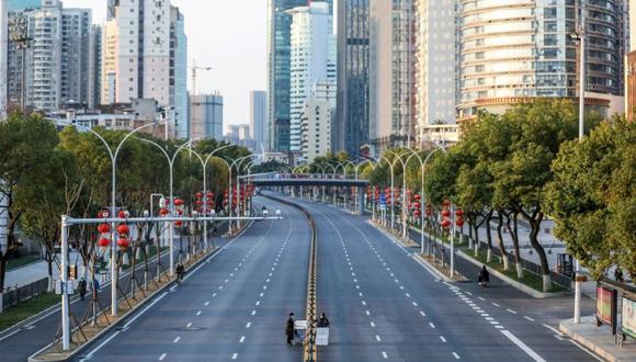 Las calles de Wuhan se encuentran vacías tras el brote del coronavirus que ya ha reportado casos en diferentes partes del mundo. Foto: AFP