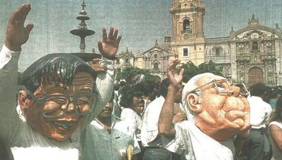 Estudiantes de teatro se pasearon ayer por las inmediaciones de la Plaza de Armas luciendo máscaras que representaban al mandatario reelecto y al ex Secretario General de la ONU.