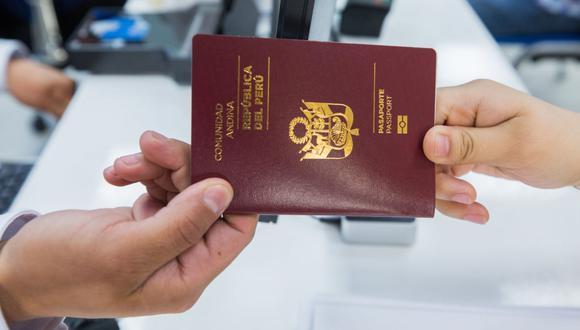La entrega del pasaporte se realiza el mismo día, pero también puede acudir posteriormente a recogerlo. (Foto: Andina)