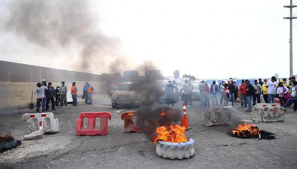 Trabajadores bloquearon la carretera Panamericana Norte desde la entrada al distrito de Chao hasta el sector San José. (Foto: Referencial/GEC)