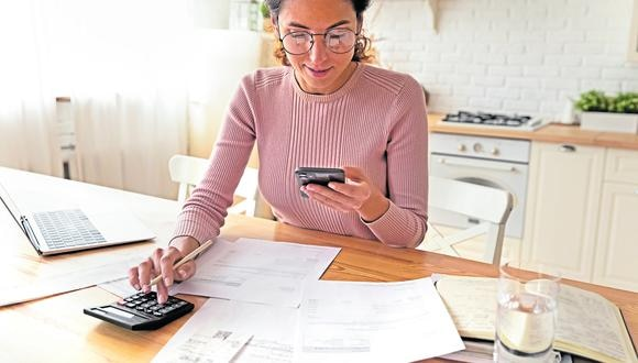 Trabajar desde casa supone nuevos retos, como aprender a equilibrar la vida laboral y la personal. (Foto: Shutterstock).