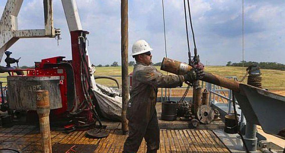 El desconfinamiento ya activo en muchas partes del mundo no ha hecho que el consumo de crudo vuelva a su nivel anterior a la crisis, que ya era inferior a la oferta en ese momento.