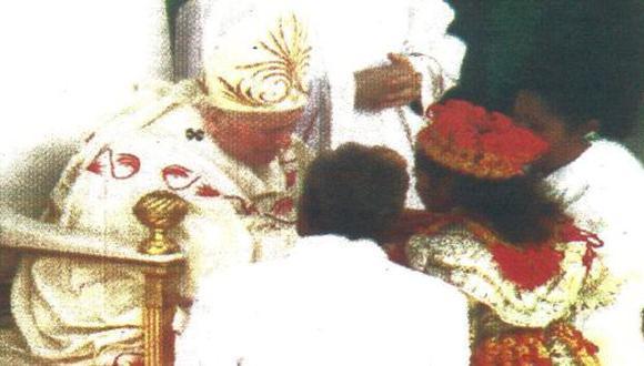 El Papa Juan Pablo II realizó ayer una misa por la unión y salud de las familias. Fue en la Plaza Mayor de San Pedro. (foto AFP)