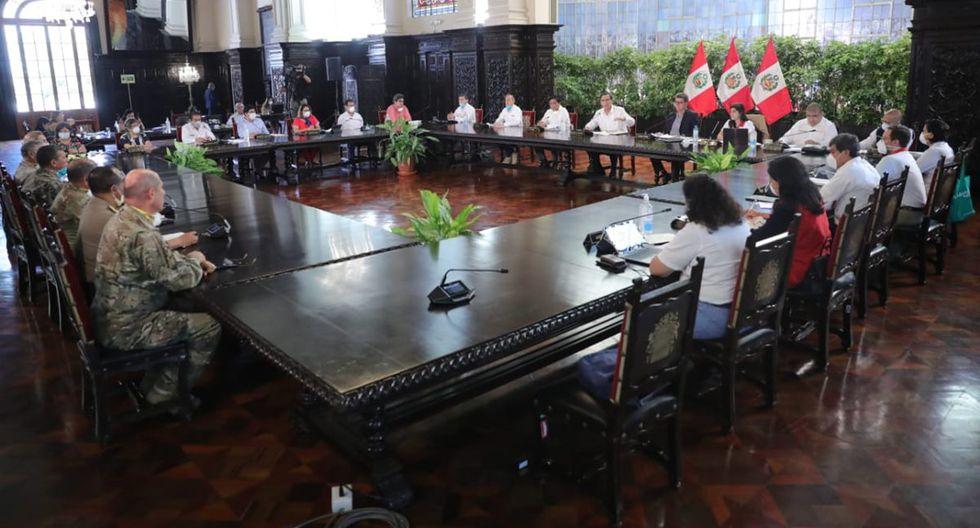 Ministras de Estado y presidente del Consejo de Ministros, Vicente Zeballos. (Foto: Presidencia de la República)