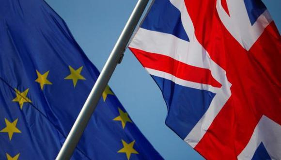 """""""El verano pasado pasé seis meses en Europa y me encantó tanto que planeé hacerlo todos los años, pero eso ya no sería posible"""", dijo Beth Sands, una nutricionista y contadora de 35 años que se mudó a Portugal en septiembre. """"Tan pronto como ocurrió el Brexit, busqué en Google todas las formas en que podía obtener la ciudadanía europea"""". (Foto: REUTERS/Hannibal Hanschke)"""