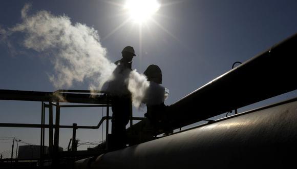 """""""Creemos que la demanda de petróleo pronto podría contraerse en cerca de 10 millones de barriles por día, con tal vez más por venir"""", dijo Saad Rahim. (Foto referencial: AP)"""