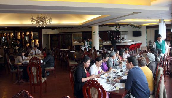 Los restaurantes que no opten por brindar sus servicios categorizados o calificados estarán bajo competencia exclusivamente de los municipios. (Foto: GEC)