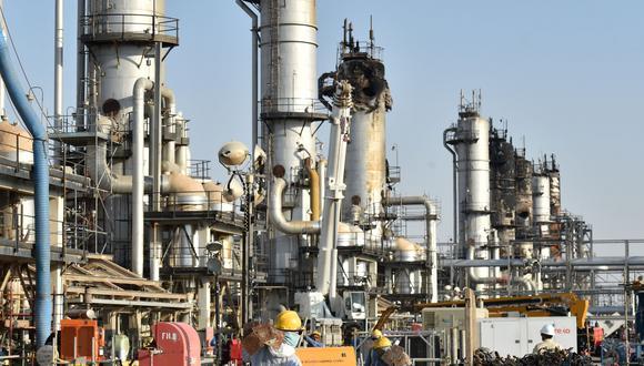 El ataque a los complejos de refinación de Aramco implicó al inicio una pérdida de hasta 5% de los suministros globales de petróleo. (Foto: AFP)